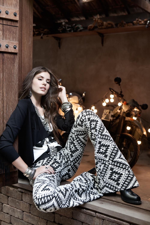 http://st.kp.yandex.net/im/kadr/2/7/3/kinopoisk.ru-Camila-Queiroz-2735062.jpg