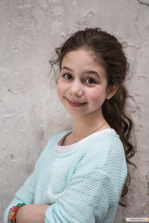 Фото девушек из фильма папа