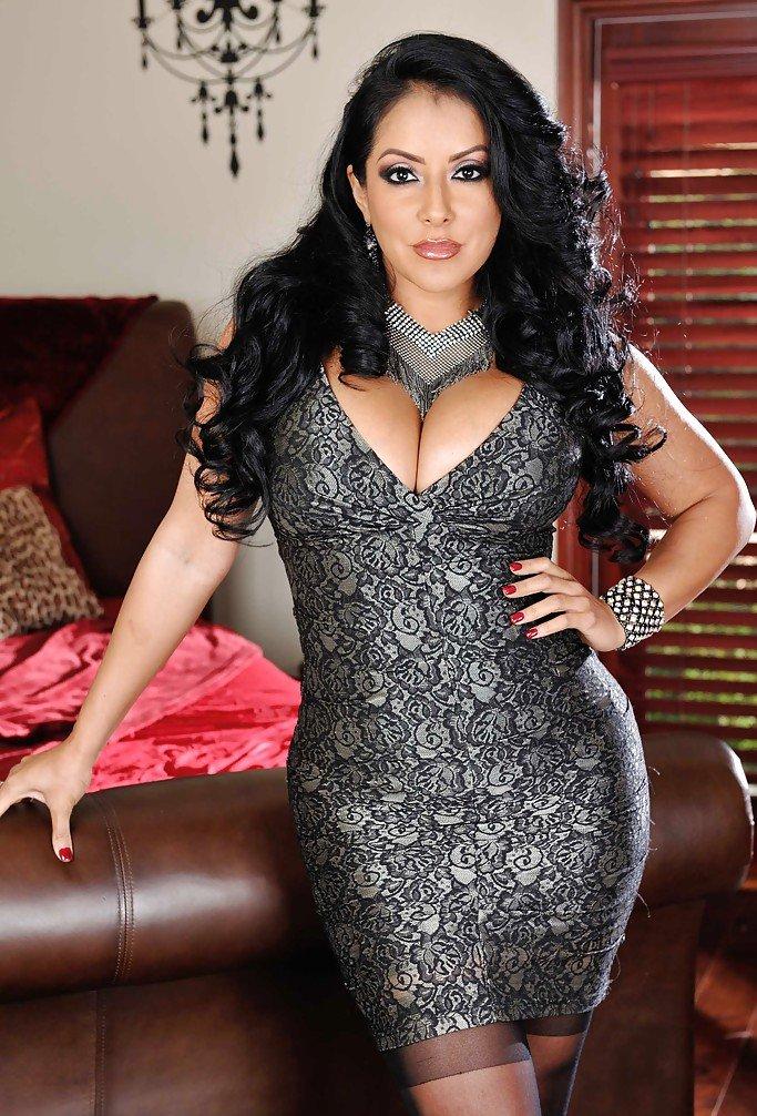 Sexy Latina MILF Kiara Mia seduces her guy in latex clothing and boots  1253077
