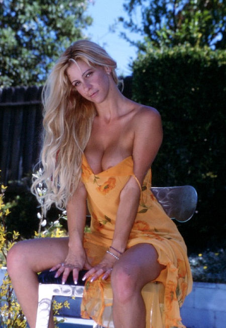 Assy model Phyllisha Anne is riding on this big pole with screams № 452034 без смс