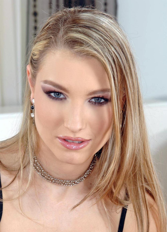 Katy Caro Nude Photos 12