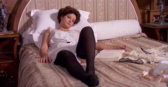 plavochkah-porno-filmi-pro-veneru-yubkami-prislannoe
