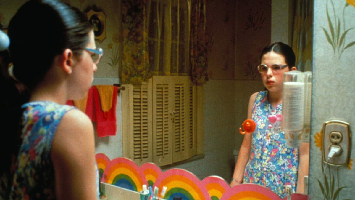 the depiction of adolescence in the movie welcome to the dollhouse Film's definitive depiction of those awkward, unhappy middle school years painful, poignant and often wickedly funny heather matarazzo is perfect as dawn, a nerdy, homely girl who's clearly the least favorite of the 3 children in the wiener household and one of the least popular kids at school.