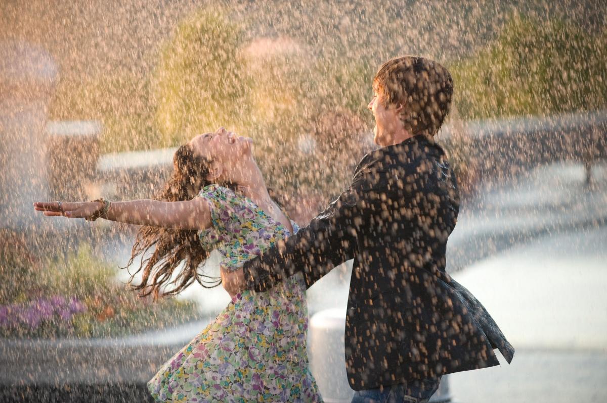 Красивый танец девушка с парнем