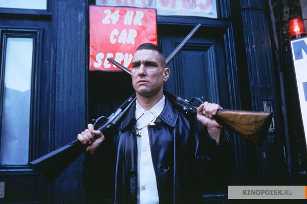 http://www.kinopoisk.ru/im/kadr/1/0/7/kinopoisk.ru-Lock_2C-Stock-and-Two-Smoking-Barrels-10743.jpg