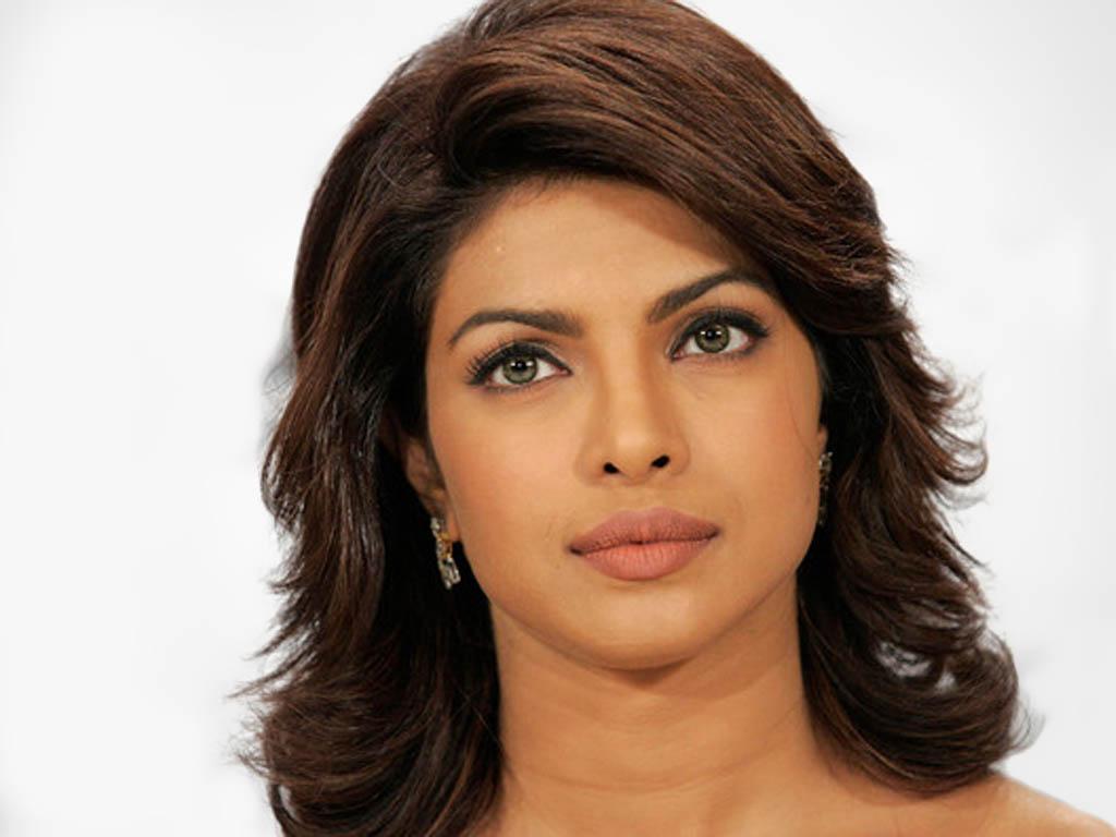ботильонами фото индийской актрисы чопры сыпь ногах