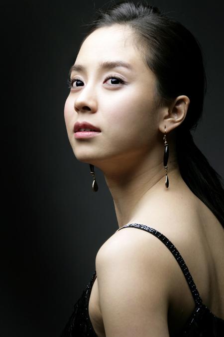 Она наверное единственная корейская актриса, с которой я бы просто хотела дружить!