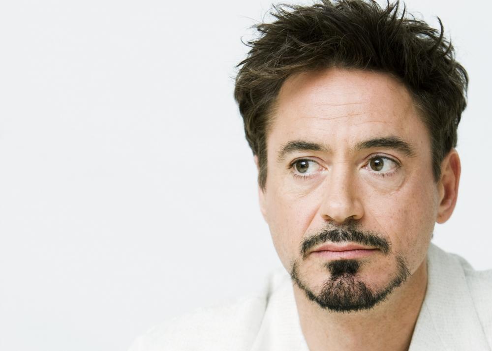 http://www.kinopoisk.ru/im/kadr/1/2/4/kinopoisk.ru-Robert-Downey-Jr-1248531.jpg