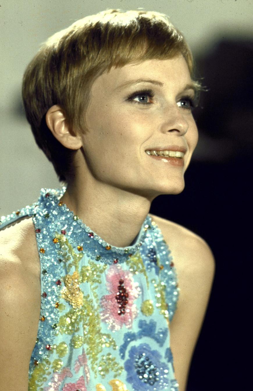 Inicios Farrow es hija de John Farrow un director de cine australiano y de la actriz irlandesa Maureen OSullivan Ambos padres eran católicos practicantes y Mia