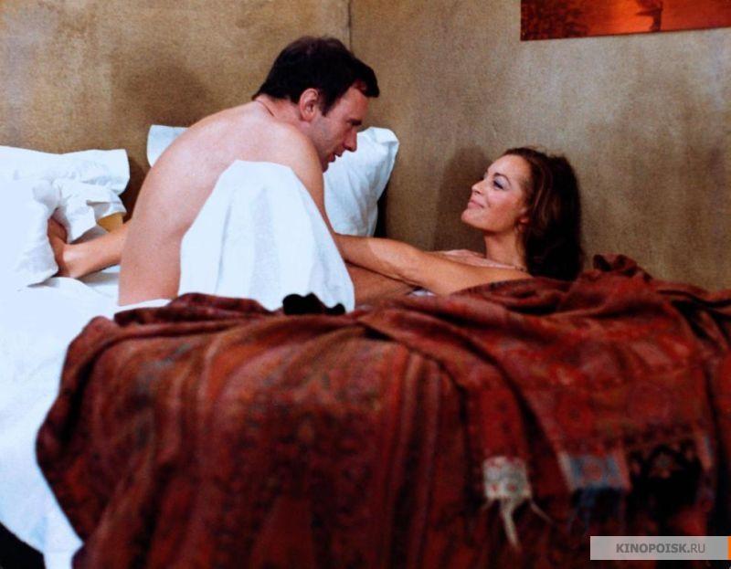 Фильм про любви млодогопарня и зрелой замужней женщины