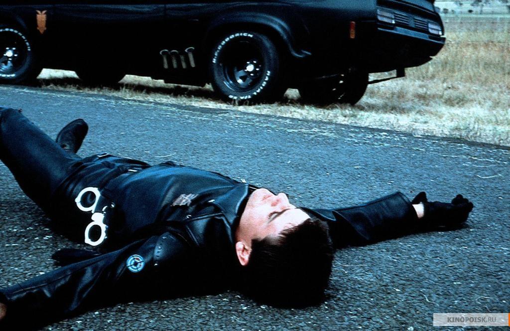 кадр №2 из фильма Безумный Макс (1979)