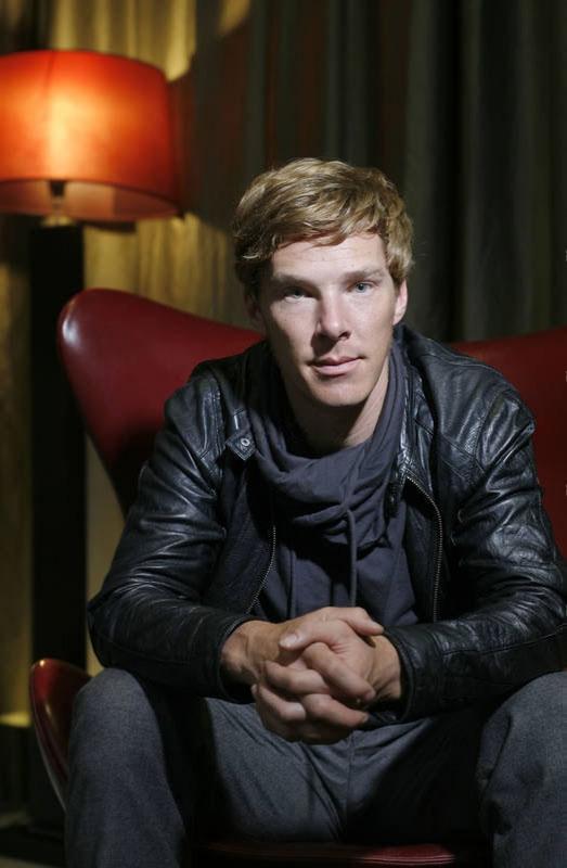 http://www.kinopoisk.ru/im/kadr/1/7/6/kinopoisk.ru-Benedict-Cumberbatch-1768155.jpg