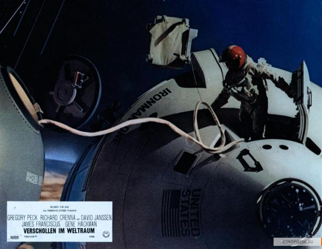 """советский корабль """"Восход"""" и американский """"Аполлон"""" в  фильме 1969 г."""