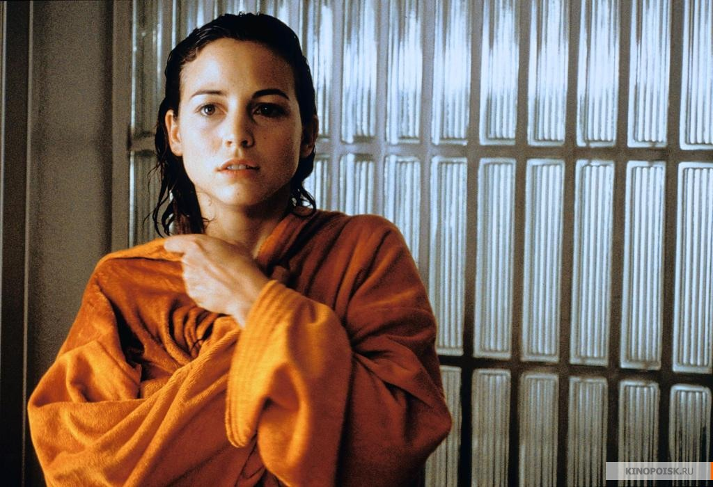 almodovar melodrama talk to her live Habla con ella is darker and more avant-garde than almodóvar's previous workswith a heightened sense of awareness of love and death, empathy and loss, talk to her won the golden globe for best.