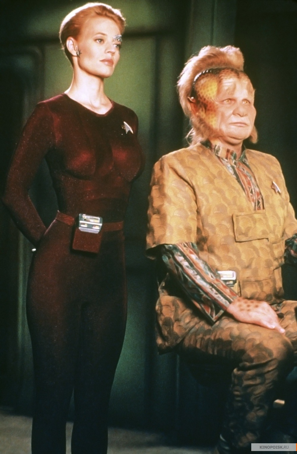 an overview of the star trek voyager show and the obnoxious neighbours When star trek: voyager helped launch upn back in january of 1995, it broke new ground for the franchise for the first time ever, the captain and lead character was a woman let's catch up with the cast and a few of the recurring guest stars now, with star trek voyager: where are they now.