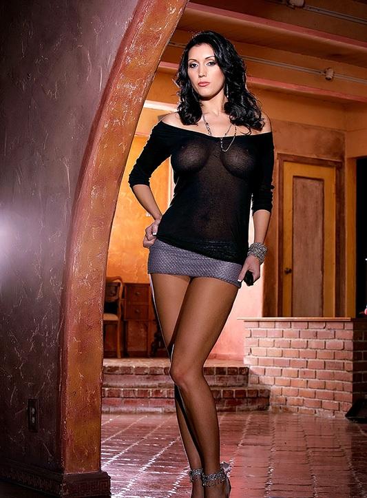 Голые телеведущие в прозрачных блузках — 5
