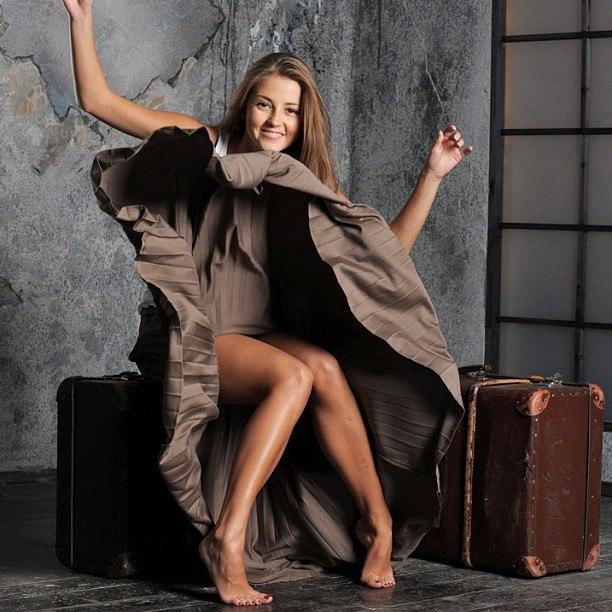 Картинки по запросу актриса анна михайловская купальник