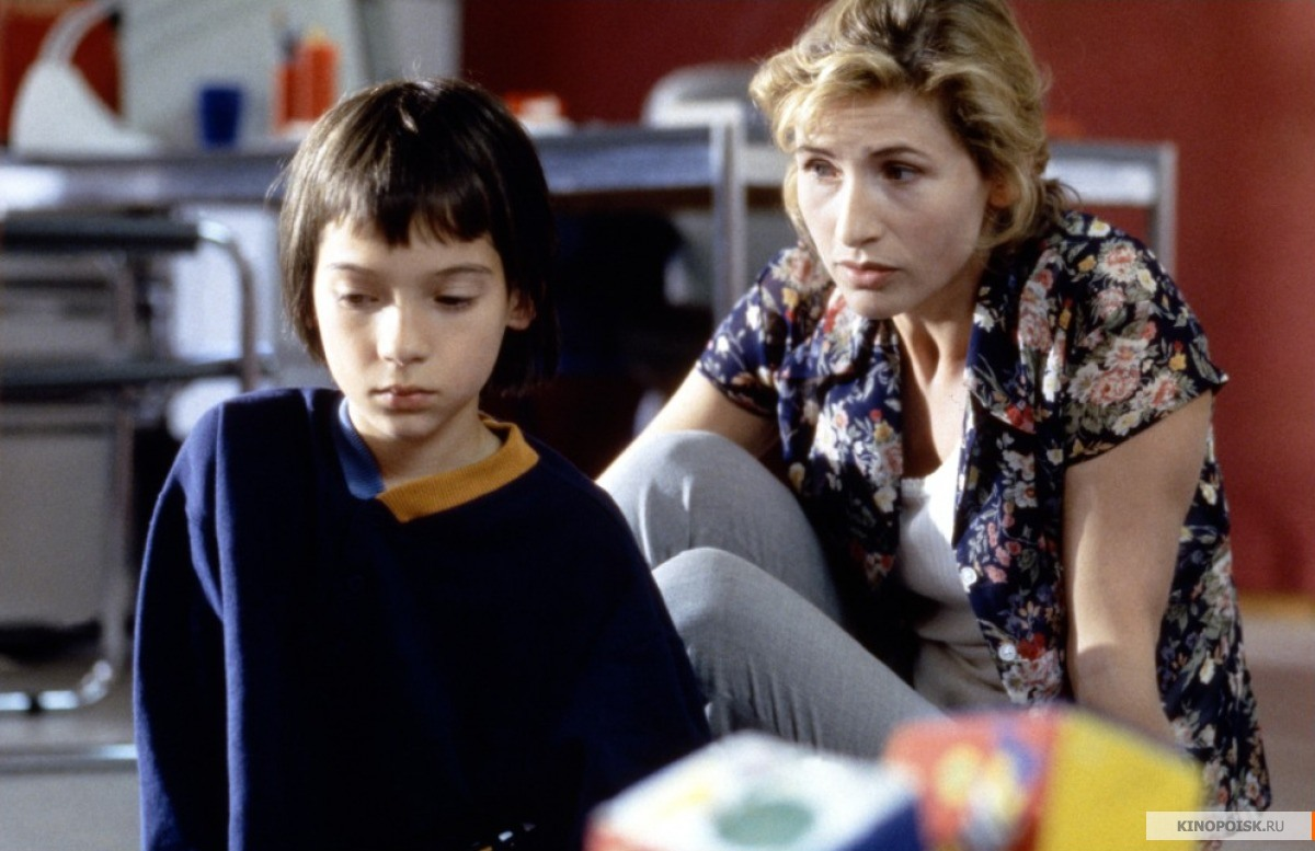 film review ma vie en rose Ma vie en rose (english translation: my life in pink) is a 1997 belgian drama film directed by alain berliner it tells the story of ludovic, a child who is seen by family and community as a.