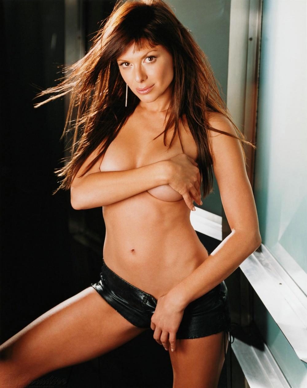 Kari Wuhrer Tits
