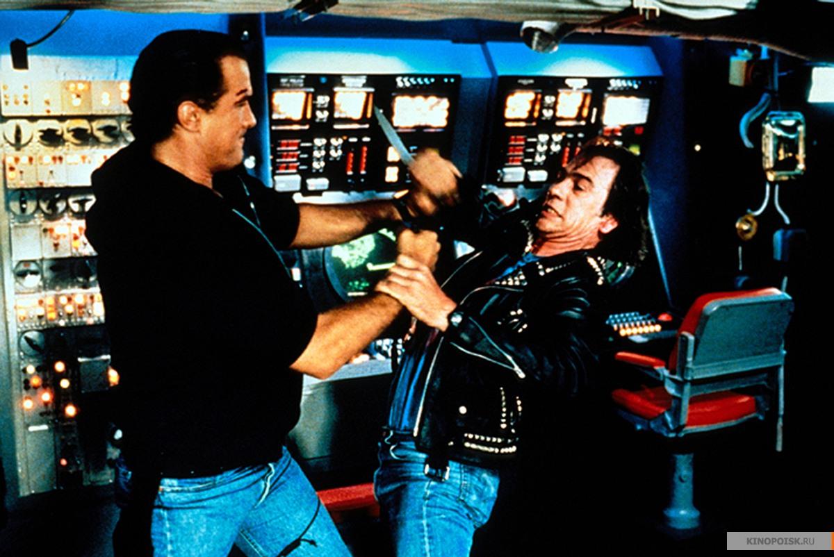 кадр №3 из фильма В осаде (1992)