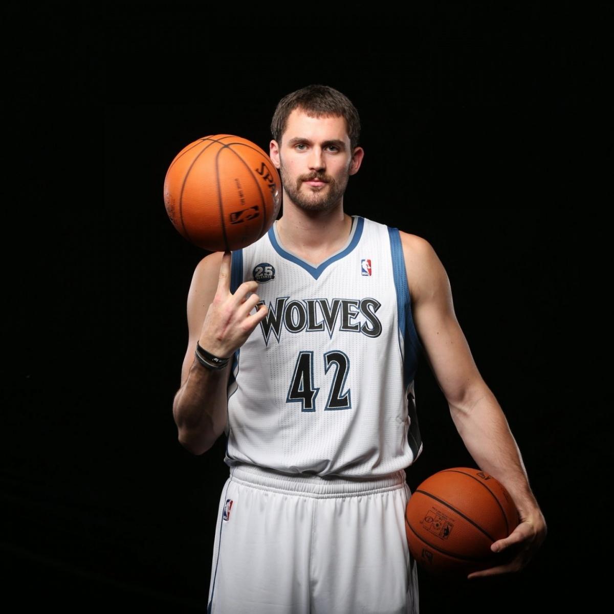 фото баскетболиста с мячом его помощью