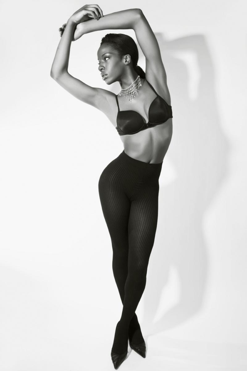 Ayisha Issa Nude Photos 12