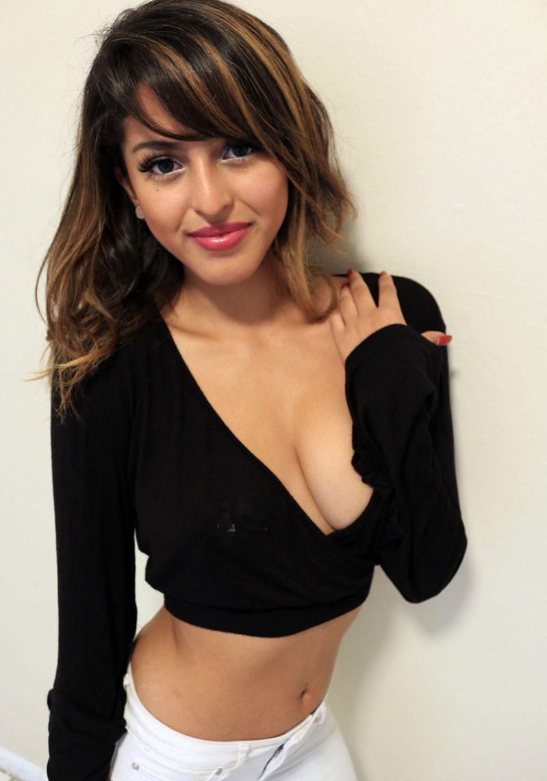 Sophia Leone Nude Photos 44