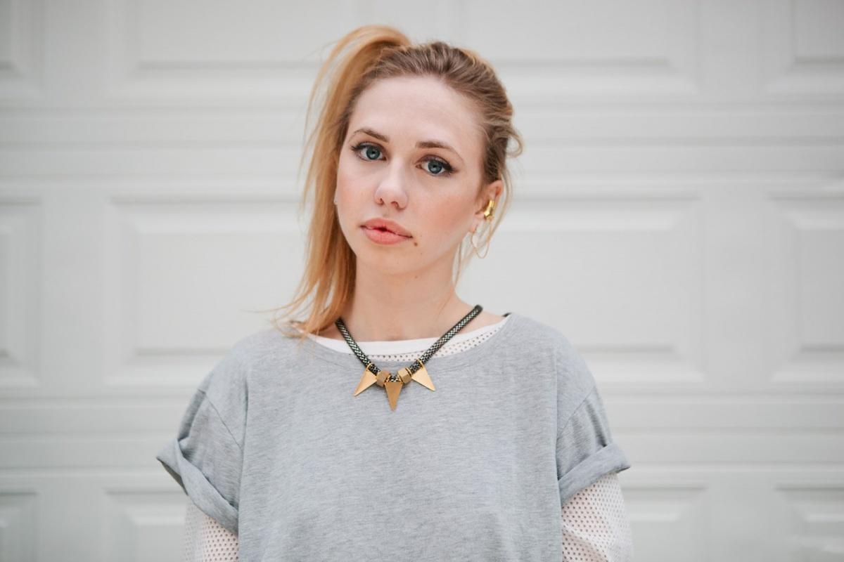 https://st.kp.yandex.net/im/kadr/2/8/7/kinopoisk.ru-Cassidy-Darling-2877244.jpg
