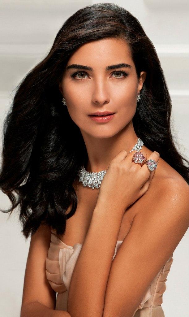 турецкая актриса туба буйукустун фото почему