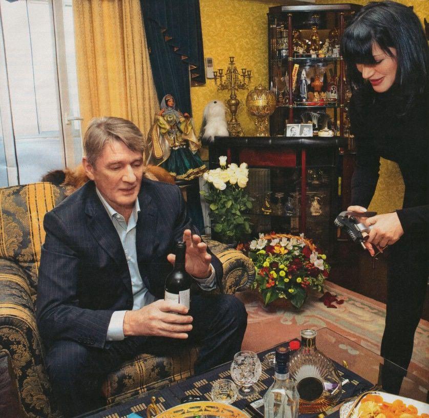 александр абдулов фото с женой место минске, где