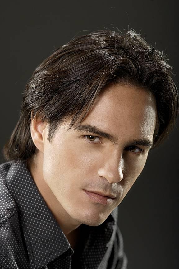 мне мексиканские актеры мужчины фото трамвай поворачивает перекрестке