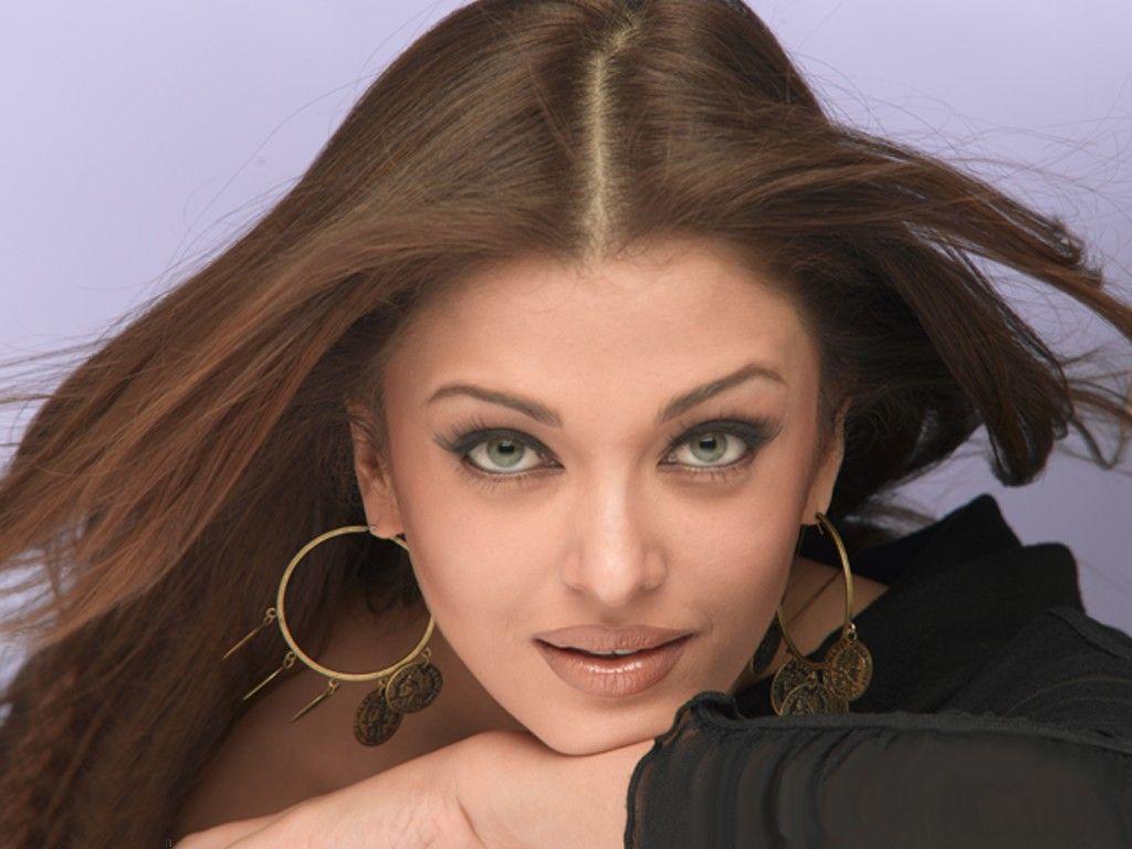 kinopoisk.ru-Aishwarya-Rai-1024x768-231056.jpg