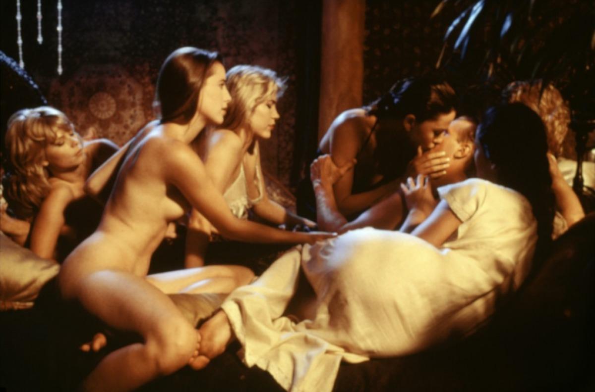 Эротический фильм честь марианны слова