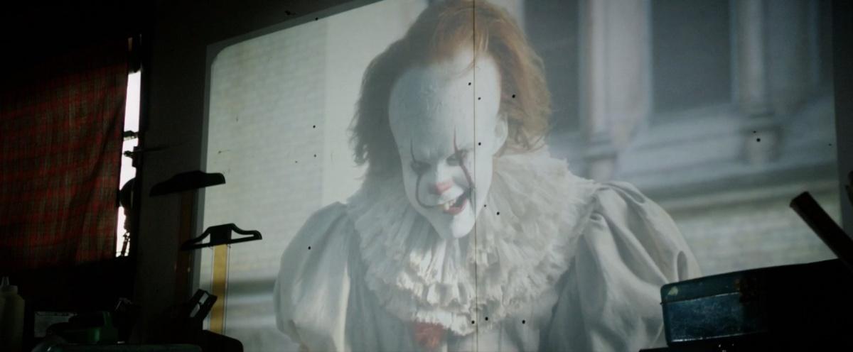 Кадр Оно 2017 - фильм ужасов по Стивену Кингу про клоуна смотреть онлайн в HD
