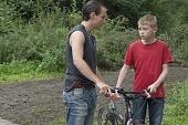 Мальчик с велосипедом 2011 кадры